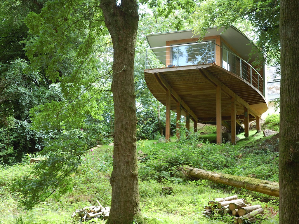 Luxury Timber Framed Tree House den blog small spaces